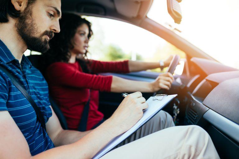Comment préparer son examen du permis de conduire ?