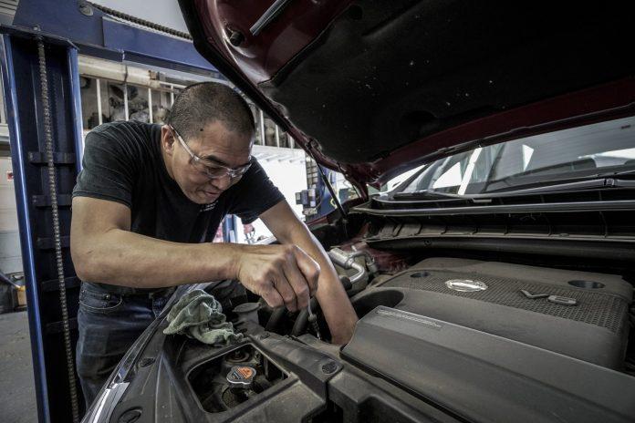 Apprendre à réparer une voiture