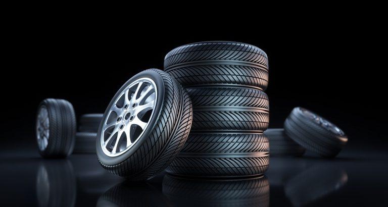 Est-ce que je peux mettre des pneus de taille différente ?